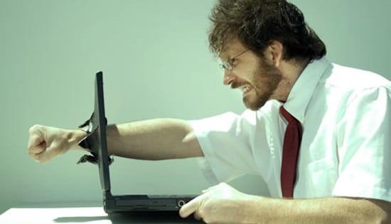 o-que-e-spam-homem-computador